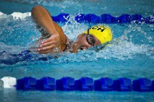 profesionāla peldētāja